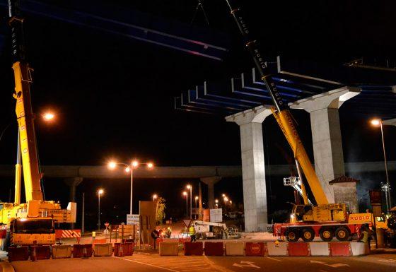 Grúa – Montaje de puente metálico