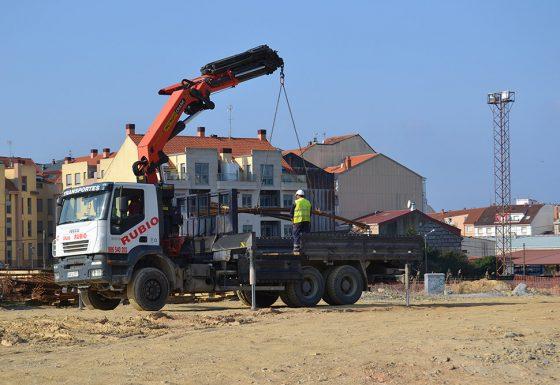 Camión grúa – carga materiales